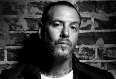 Mike Ness Stabs Fan For Wearing Dick Cheney T Shirt!