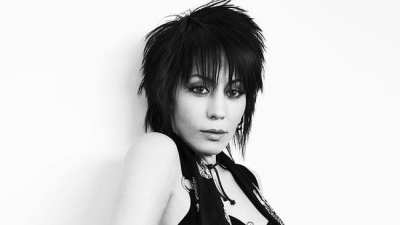 Joan Jett Prank Calls Record Execs That Rejected Her!