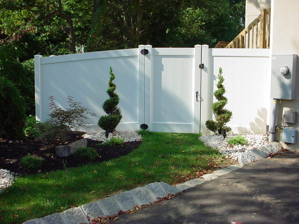Newport Solid 6' High w/ 4' Gate White