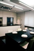 Catifa color chairs,  Hanging lamp , linera light, indirect light, white kitchen, hardwood floor, granite counter