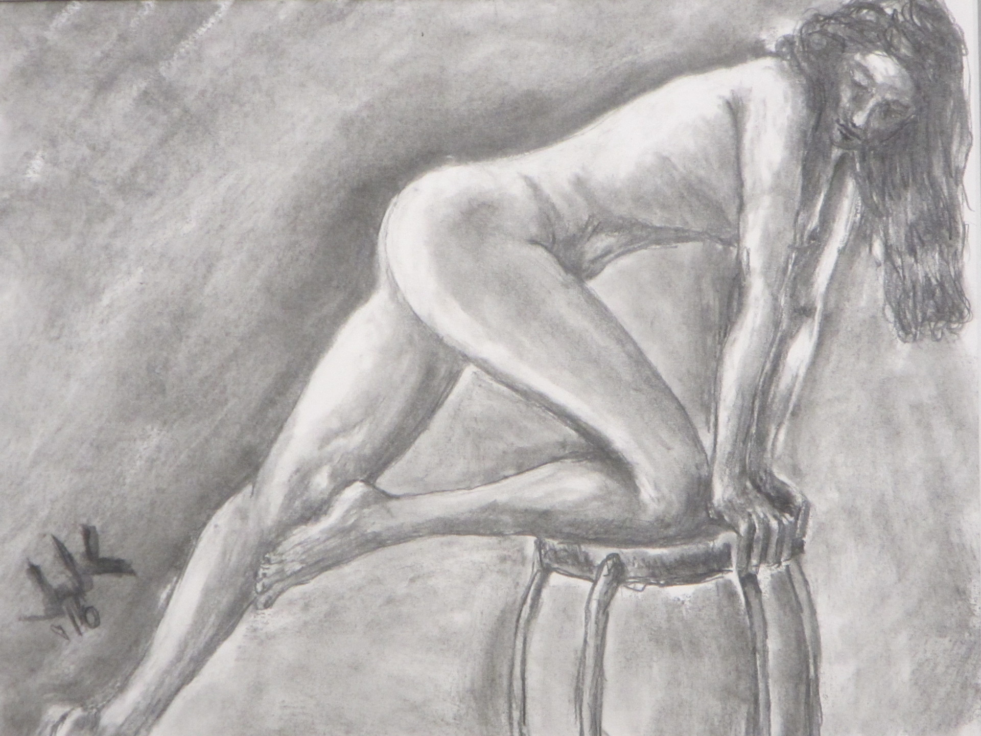 Pencil drawing of a nude woman leaning on a stool with her hands and one knee.