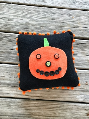 No Sew Halloween Pillow