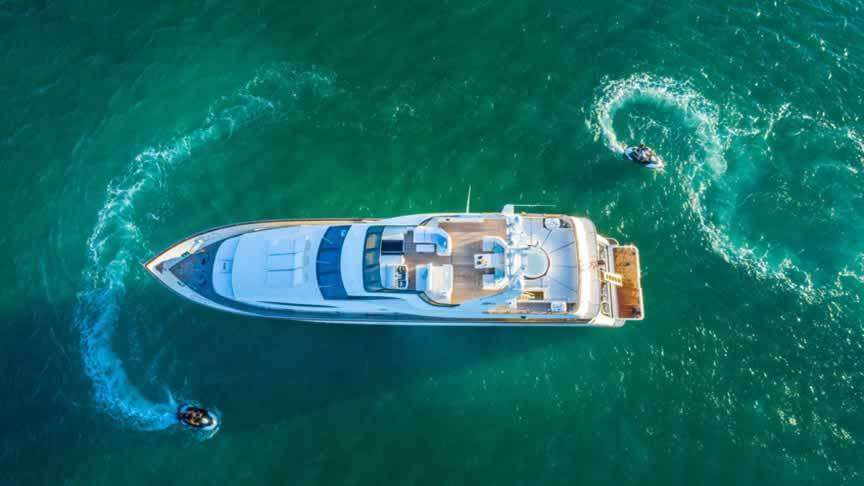 Miami Yacht Charter Brokers Help You Plan a Luxurious Birthday Celebration