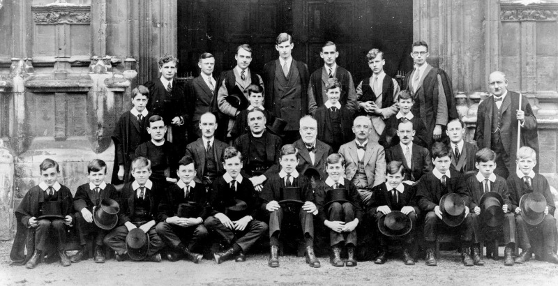 The choir in 1927 with Arthur Mann in the centre