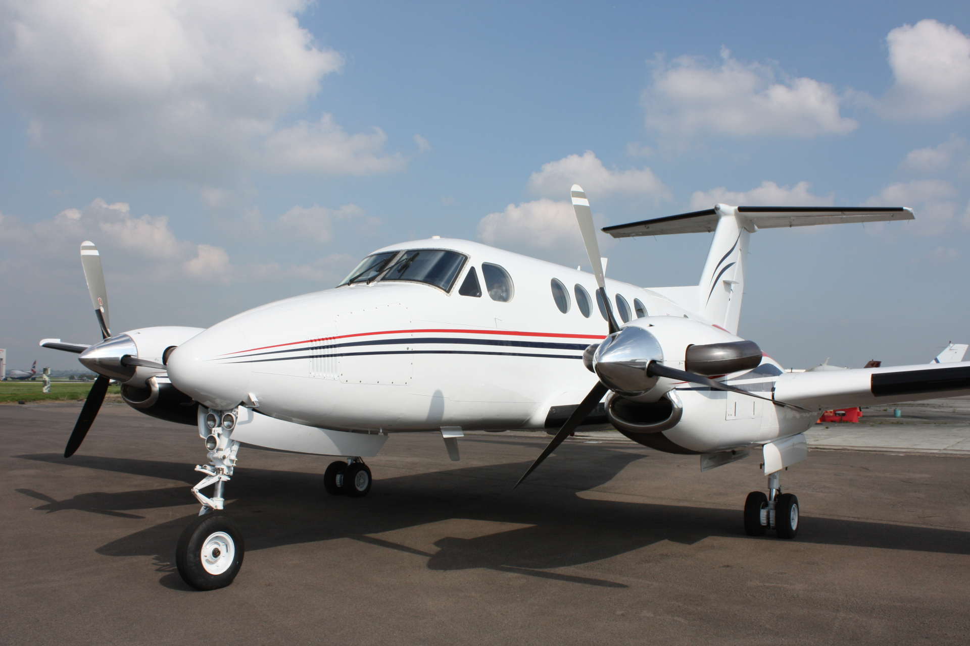 King Air 200 G-OLIV