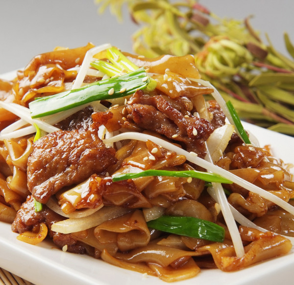 Fried Rice Noodle with Beef (Dry)