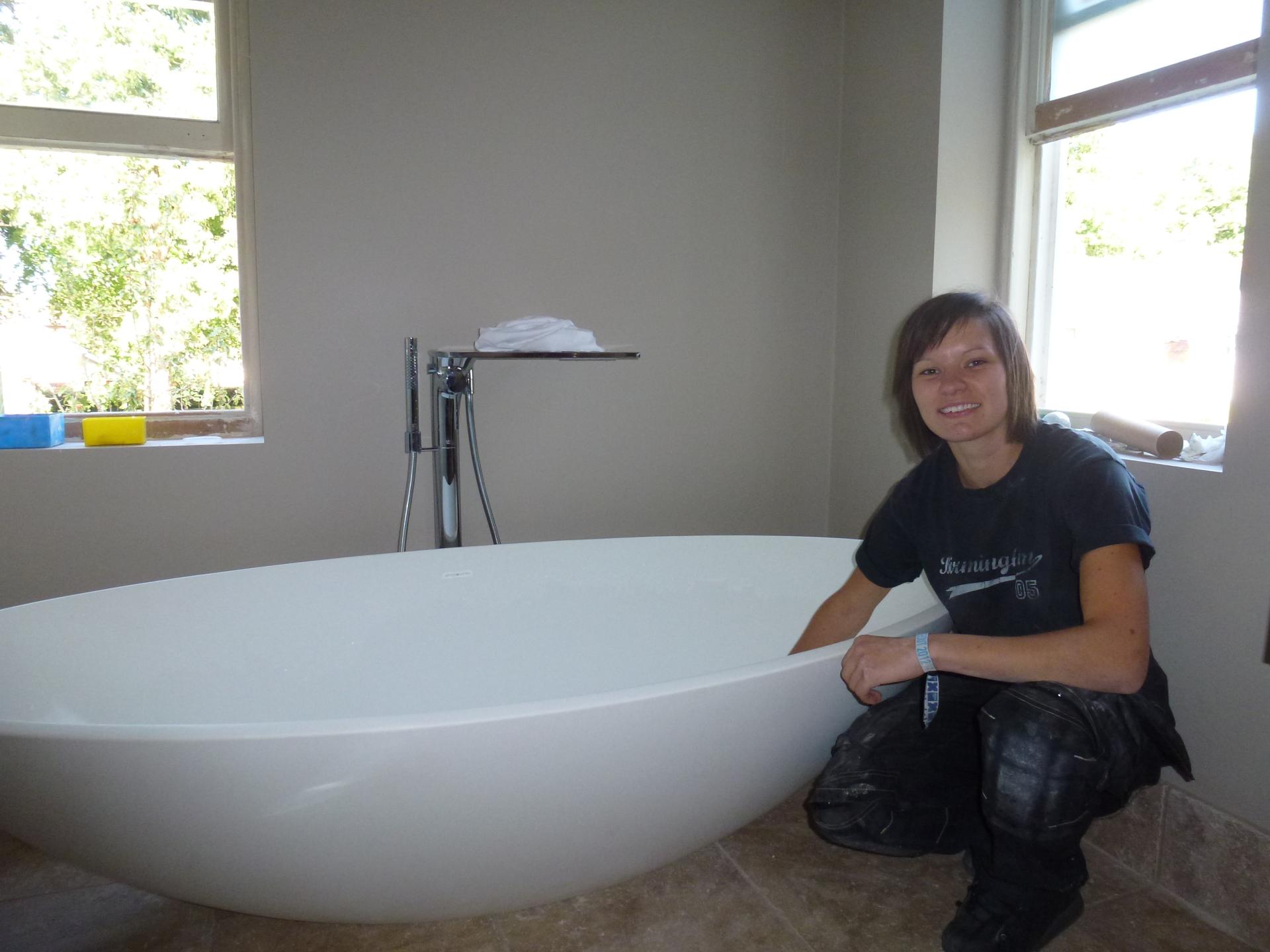 Teardrop bath