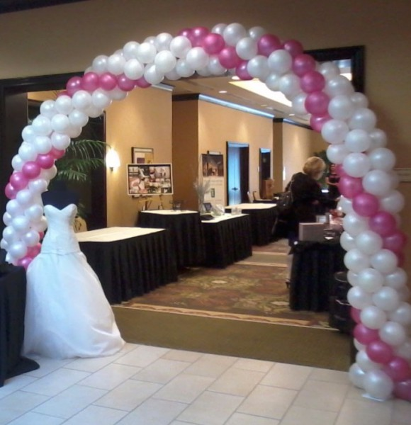 Non Traditional Wedding Arches: Creative Balloon Gift Bouquets & Balloon Decorations For