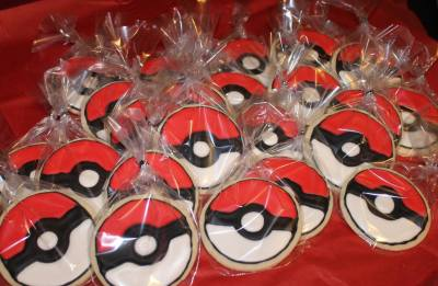 Poke Ball Cookie Favors
