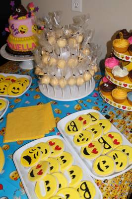 Emoji Cookie Platters