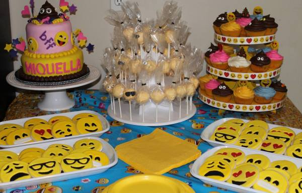 Emoji Party Treat Table