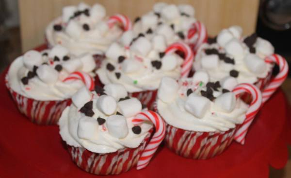 Talent 2 Design Hot Cocoa Holiday Cupcakes