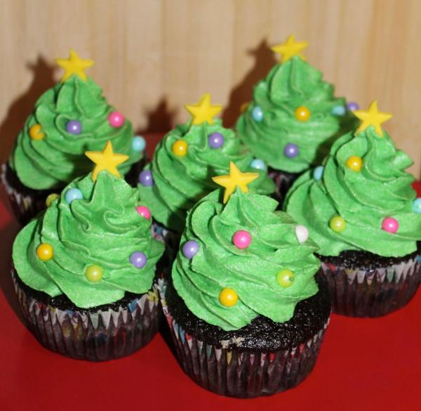 Talent 2 Design Holiday Christmas Tree Cupcakes