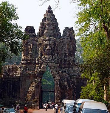 face tower at Angkor thom