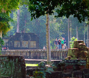 Angkor Thom temple walk