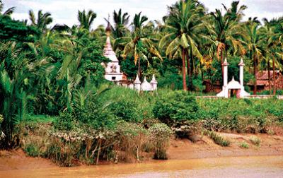 A small white stupa in Yangon