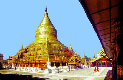 shwezigon stupa in Bagan