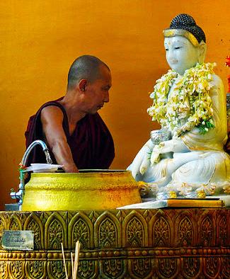 Buddha statues washing