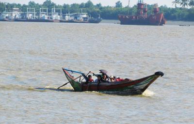 Busy Yangon River (3)