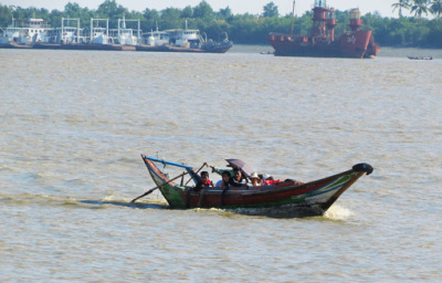 Busy Yangon River (3)