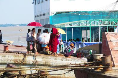 Busy Yangon River (8)