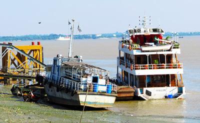 Busy Yangon River (9)
