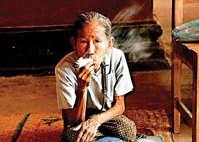 Ananda Bagan Smoky Temple Tour