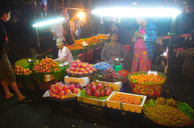 Thein Gyee Zay Market at night