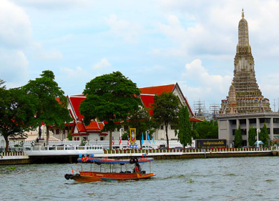 chao phraya river and wat arun