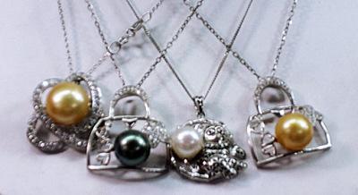 South sea pearls necklace black gorld white