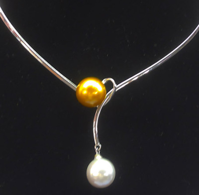 white and gold pearl necklace