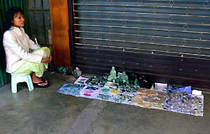 selling cheap Myanmar jade in Mae Sot