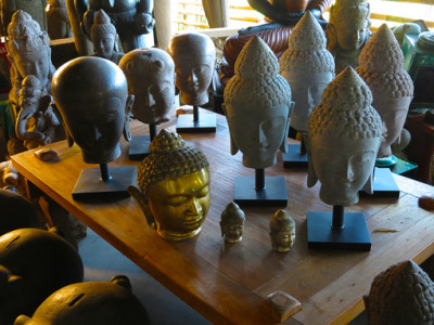 Many Buddha heads