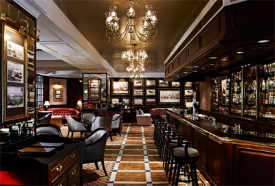 Gallery bar in the Sule Shangri-La Hotel