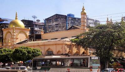 Chulia Dargah Mosque in front of Bogyoke Market