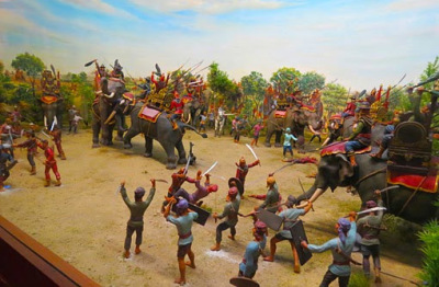 interesting miniatures of the sacking of Ayutthaya in the national museum