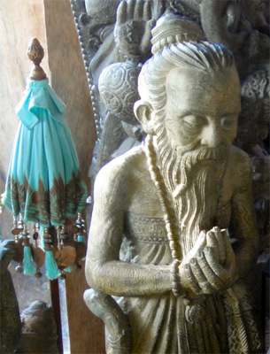 Ubud with Chinese style sculpture