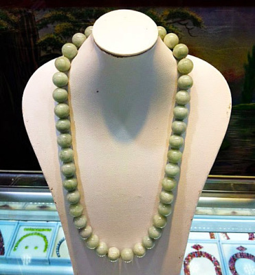 jadeite jewelry necklace with green balls