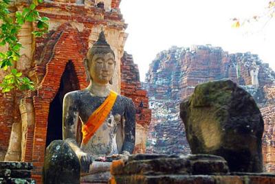Sitting Buddha Ayutthaya style