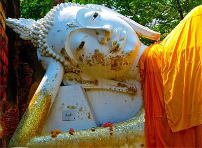 Reclining Buddha Ayutthaya style