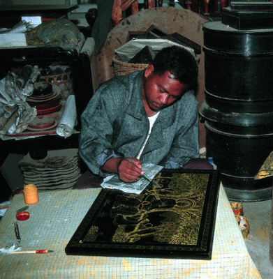 producing gold lacquer arts & crafts