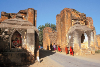 Tharabar gate Bagan