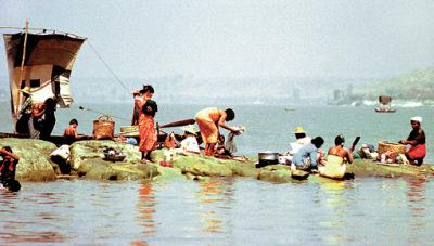 living on the Irrawaddy river at Mandalay
