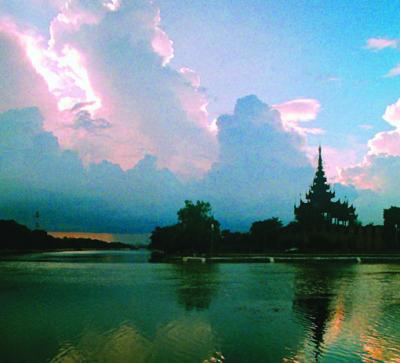 Mandalay palace wall and moat (4)