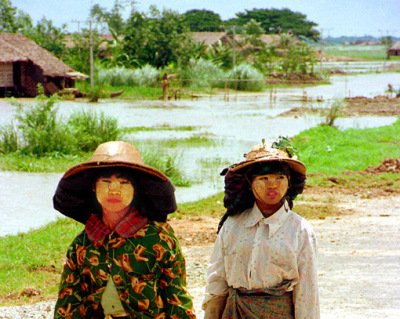 Myanmar girls near Bago