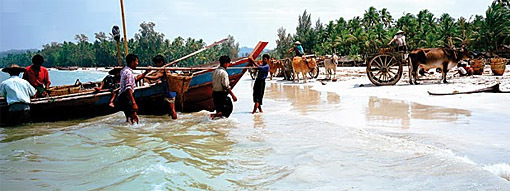 Ngapali fishermen at work