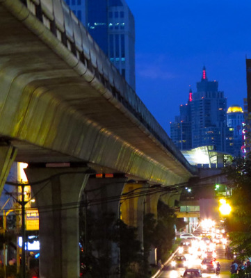 Bangkok night at Sukhumvit Road (1)