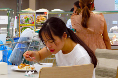 eating in food courts