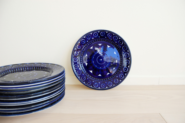 Danish modern, mcm, mod, Scandinavian, home decor, vintage dining room,  Arabia Finland, Valencia, Ulla Procope, dinner plates, cobalt blue, ceramic,