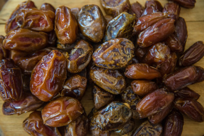 midwife recommends eating dates in pregnancy